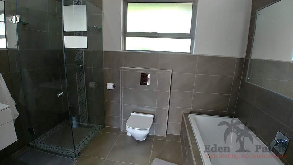 eden-palms-self-catering-accommodation-suite-7-bathroom-1